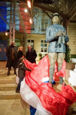 3156_art_ov_1227865773 statue CDG