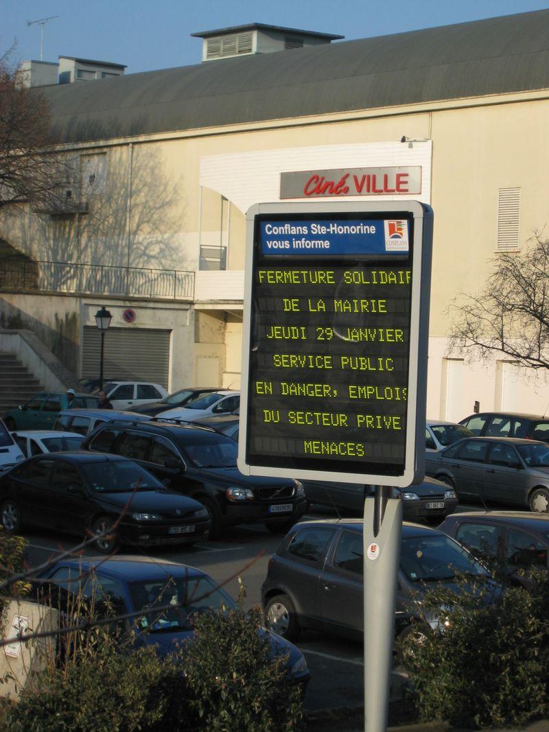 IMG_4238.JPG panneau decaux mairie
